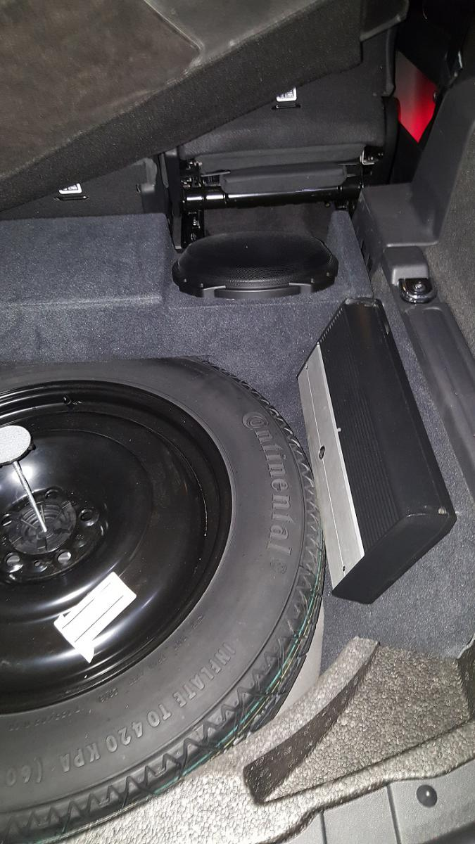 D Discovery Sport Subwoofer Install on Land Rover Discovery Sport
